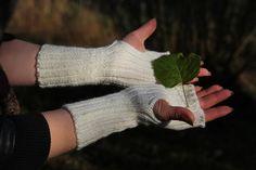 Ranteenlämmittimet, sormettomat, kämmekkäät, villa, luonnonvalkoinen, tehty Suomessa, wrist warmers, fingerless gloves, ivory, woolen, made in Finland, Etsy