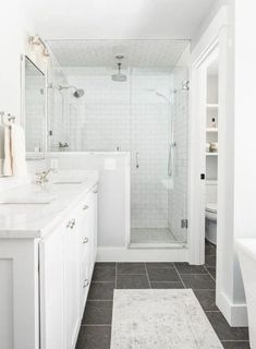 41 Minimalist Small Bathroom Ideas Feel the Big Space! - 41 Minimalist Small Bathroom Ideas Feel the Big Space! 41 Minimalist Small Bathroom Ideas Feel the Big Space! Bad Inspiration, Bathroom Inspiration, Minimalist Small Bathrooms, Master Bath Remodel, Remodel Bathroom, Restroom Remodel, Shower Remodel, Bathroom Renos, Small Bathroom Renovations
