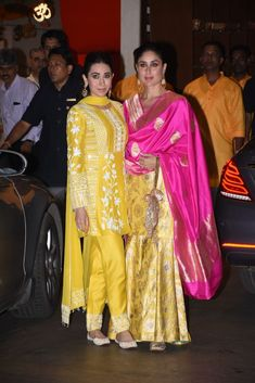 Kareena Kapoor Khan & Karisma Kapoor Twin For Ganesh Chaturthi Celebrations At Ambani House - Womansera Kurta Designs, Kurti Designs Party Wear, Gharara Designs, Dress Designs, Indian Attire, Indian Ethnic Wear, Indian Suits, Punjabi Suits, Bollywood Celebrities