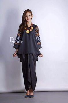 Another way to add interest to your ensemble if you are a hijabista is to wear the patterns on your sleeves. Batik Kebaya, Kebaya Dress, Batik Dress, Blouse Dress, Batik Fashion, Ethnic Fashion, Hijab Fashion, African Fashion, Fashion Outfits