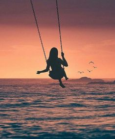 An ocean swing 🌊Photo: Silhouette Photography, Silhouette Art, Photography Poses, Nature Photography, Creative Photography, Cool Pictures, Beautiful Pictures, Shadow Art, Pretty Wallpapers