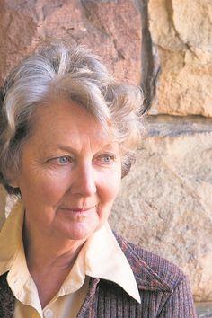 Petra Müller ontvang vanjaar die Afrikaans Onbeperk-prys vir Lewensbydrae. Foto: Tafelberg Afrikaans, Petra, Writers, South Africa, Singing, Authors, Writer