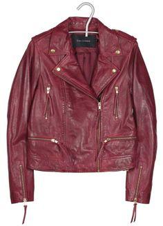 Veste en cuir rouge, Tara Jarmon, 600€.