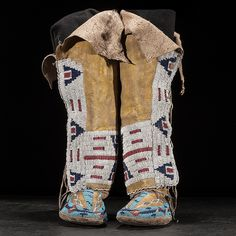 Cheyenne womans moccasins and leggings, late 19th cent.