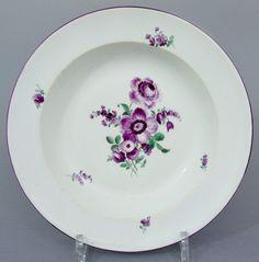 Meissen Teller, purpur Blumen Dekor, um 1820, 1. Wahl,  D= 23 cm