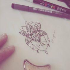 Pequena flor de lótus fineline  A lótus simboliza a pureza espiritual. #lotus #tattoodesign #fineline