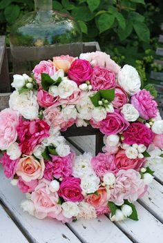 New ideas wedding summer flowers ana rosa Wreaths And Garlands, Door Wreaths, Floral Wreaths, Beautiful Flower Arrangements, Floral Arrangements, Summer Flowers, Beautiful Flowers, Fake Flowers, Bouquet