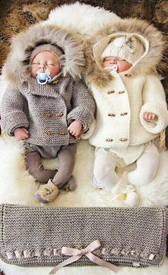 #Christmas winter Photography newborn #twins knit sweaters  Toni Kami ~•❤• Bébé •❤•~  Birth announcement