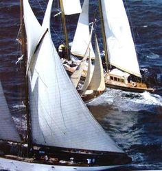 Easy crossing - boat - yacht - help