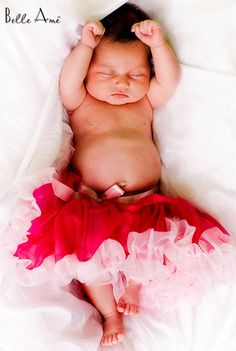 I have an absolute obsession with little girls in tutus!