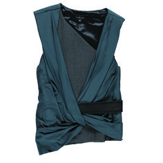 https://www.cityblis.com/7655/item/9430  DRAPED BLOUSE, at 50.00% off by LUIS BUCHINHO  Draped top featuring a knot on the front, a black leather belt and a metallic zip detail.  This blouse is part of Fall / Winter 1314 Luís Buchinho Knitwear collection and it was featured in the 2013 Portugal Fashion.   Materials: 70% Viscose 30% Polyester ; Insert 100% Leather   Colours: Pe...