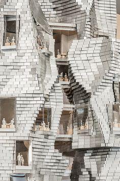Living here would make us nervous! Chantier Fondation Luma à Arles / Frank Gehry
