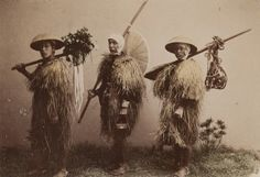 Japon, 1890 - Farmers Wearing Rain-Coats by Kusakabe Kimbei (1841- 1934).  Museum of Photographic Arts Collections