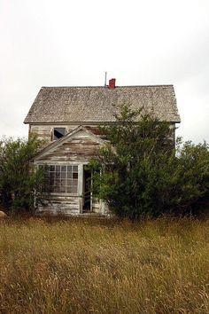 Abandoned Old Farm House Abandoned Farm Houses, Old Abandoned Buildings, Abandoned Property, Old Farm Houses, Abandoned Mansions, Old Buildings, Abandoned Places, Abandoned Castles, Old Barns