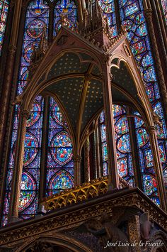 Sainte-Chapelle, Paris - putative site that hid Christ's Crown of Thorns Gothic Architecture, Beautiful Architecture, Beautiful Buildings, Architecture Details, Sainte Chapelle Paris, Saint Chapelle, Stained Glass Art, Stained Glass Windows, Mosaic Glass
