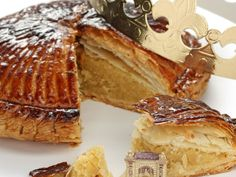 pâte feuilletée, amandes, oeuf, sucre, beurre, jaune d'oeuf, amandes Dessert Drinks, Dessert Recipes, Desserts With Biscuits, Cooking Cookies, Sweet Cooking, Romanian Food, Just Bake, Breakfast Tea, Fall Recipes