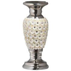 Dieser elegante Kerzenhalter ziert beim nächsten Candlelight-Dinner Ihre Tafel! Der Kerzenhalter wurde mit einem erlesenen Blütendekor in Weiß versehen und hält eine Kerze. Mit einer Höhe von ca. 25 cm macht der charmante Kerzenhalter eine gute Figur auf Ihrem Tisch und sorgt für romantische Stimmung. Traumhafte Dekoration für Ihr Zuhause!