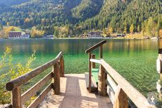 Anlegestelle für Ruderboote am Hintersee Nationalpark Berchtesgaden Sightseeing Outfit, Sightseeing Bus, Parc National, National Parks, Spring In New York, Hiking Routes, Design Jardin, Germany Travel, Tent Camping