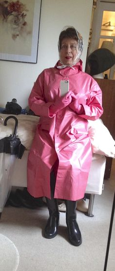 Pink Raincoat, Plastic Raincoat, Outfits Damen, Dress Outfits, Rain Bonnet, Rain Mac, High Leather Boots, Female Supremacy, Fashion Project