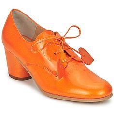 Muy a la moda y femenina, la low boot entra en nuestro dressing gracias a Minna…