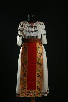 Brasov Romania, Mushroom Lights, Fashion Illustration Vintage, Traditional Dresses, Folk, Kimono Top, Two Piece Skirt Set, Costumes, Vampires