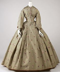 1861-64 dress, American. Silk. The Met, C.I.47.64.1a–d [Closeups of fabric and sleeve trim available.]