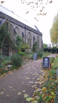 the Garden Museum in Lambeth - St Mary's Garden on Albert Embankment (LW18-2)