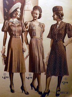 Trang phục của phụ nữ những năm 30 có sự thay đổi so với những năm trước. Nhưngx chiếc váy đã ngăns hơn và gọn gàng hơn, những chiếc mũ vành rộng được thay thế bởi mũ phớt hoặc mũ vành nhỏ gọn rất thanh lịch.