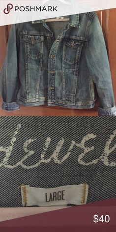 Madewell Denim Jacket This super cute jacket features a hip length fit and a super cute and versatile medium wash. It's a size large but could fit a medium comfortably (I'm usually an 8 and it fits me well). Worn less than 10 times, and still in great condition! Never thrown in the dryer! No noticeable defects Madewell Jackets & Coats Jean Jackets
