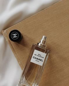 Enjoying the beauty of simplicity with Eau de Cologne Les Exclusifs de Chanel . Chanel Beauty, Chanel Chanel, Perfume Oils, Perfume Bottles, How To Apply Perfume, Makeup Wipes, Solid Perfume, Perfume Collection, Aesthetic Food