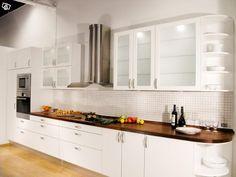 Sörmlandskök tillverkar måttanpassade luckor och lådor för ert befintliga kök oavsett om du har köksstommar från t.ex. IKEA, HTH, Marbodal, Canadakök, Härjedalskök, Ballingslöv etc. Vi rekommenderar även att byta ut lådorna till ett modernt och smar...