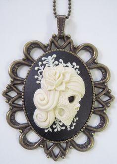 Retro vintage cameo necklace mexican skull attoed by AuLutinAgile