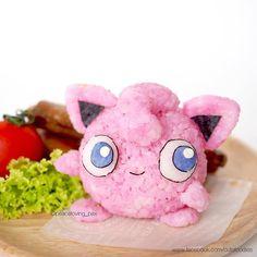 Go eat'em all: Care for some Pokemon rice balls? Bento Kawaii, Cute Bento, Japanese Snacks, Japanese Food, Japanese Desserts, Charlie Brown Snoopy, Cute Food Art, Pokemon Party, Pokemon Pokemon