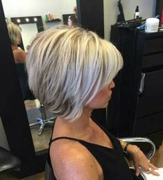 Hair Beauty - Short-Blonde-Hair-with-Lowlights Chic Short Bob Haircuts for 2018 Inverted Bob Hairstyles, Short Bob Haircuts, 2018 Haircuts, Blonde Haircuts, Medium Hairstyles, Braided Hairstyles, Blond Hair With Lowlights, Low Lights Hair, Short Blonde