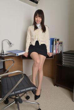 AV女優 つぼみさんのミニスカ+パンストの女教師っぽい服装がセクシーなコスプレ画像の記事画像9