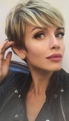 30 Most Popular Short Hairstyles For Women - Stylendesigns 23 Latest Short Hairstyles for 2019 – Hairstyle Inspirations for Everyone - Street Style Inspiration . Modern Short Hairstyles, Girls Short Haircuts, Popular Short Hairstyles, Short Hairstyles For Thick Hair, Short Hairstyles For Women, Short Hair Cuts, Short Hair Styles, Short Curls, Popular Haircuts