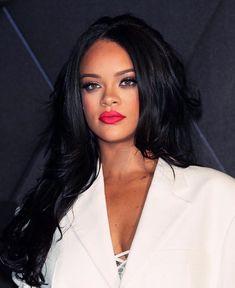 Rihanna shared by florence 🌹 on We Heart It Rihanna Mode, Rihanna Riri, Rihanna Style, Rihanna Outfits, Rhianna Hairstyles, Rihanna Makeup, Curly Hair Styles, Natural Hair Styles, Rihanna Looks