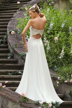 2013 Wedding Dresses Empire Waist Sweetheart Chiffon Beading & Sequince