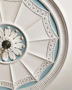 A detail of the ceiling rose in the entrance hall at Robert Adam's Newliston House. With so much dreamy plasterwork throughout, it was… House Ceiling Design, Bedroom False Ceiling Design, Beautiful Interior Design, Classic Interior, Ceiling Rose, Ceiling Decor, Art Decor, Decoration, Hotel Lobby Design