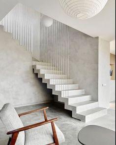 WEBSTA @ arq.paularoque - Escada para inspirar✨Escada de concreto e barras de ferro formando o guarda -corpo❤️