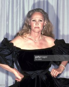 Photo d'actualité : Ursula Andress during 54th Annual Academy Awards...