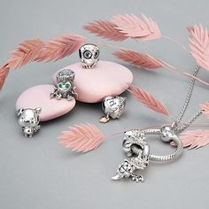 Charms Pandora, Pandora Necklace, Pandora Bracelets, Pandora Jewelry, Charm Jewelry, Jewelry Art, Antique Jewelry, Jewelry Bracelets, Pandora Pandora