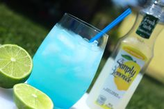Lemonade Azul - The ultimate summer refresher (vodka, lemonade and Blue Curacao) Drinks Alcohol Recipes, Non Alcoholic Drinks, Bar Drinks, Cocktail Drinks, Refreshing Drinks, Summer Drinks, Getting Drunk, Mixed Drinks, Blue Curacao