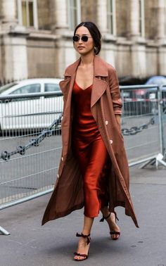 winter outfit ideas We look at the best street style looks of day three of Paris fashion week of spring/summer Leave it to Paris to boast these sartorial gems. Fashion Moda, Trendy Fashion, Fashion Beauty, Fashion Outfits, Fashion Tips, Fashion Trends, Women's Fashion, Lifestyle Fashion, Classy Fashion