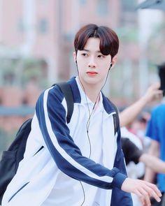 Cute Korean Boys, Korean Babies, Asian Actors, Korean Actors, Kpop, Dark Art Illustrations, Nct Dream Jaemin, Guan Lin, Lai Guanlin