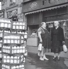 Ilyen is volt Budapest - tejes-rekesz Old Pictures, Old Photos, Budapest Hungary, My Heritage, Australia Living, Homeland, Historical Photos, Sicily, 1950s