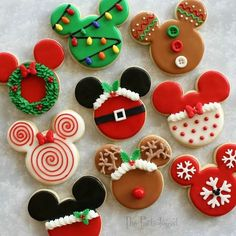 The Partiologist: Disney Themed Christmas Cookies! Do you love Christmas, sweets and Mickey Mouse? These Disney themed Christmas cookies are just what you need to celebrate the Holidays. Christmas Sweets, Christmas Cooking, Noel Christmas, Christmas Goodies, Christmas Crafts, Cute Christmas Cookies, Christmas Ideas, Christmas Themed Cake, Disney Christmas Decorations