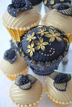 Beautiful blue and gold cupcakes! Black Cupcakes, Fancy Cupcakes, Pretty Cupcakes, Beautiful Cupcakes, Yummy Cupcakes, Wedding Cupcakes, Cupcake Cookies, Cupcake Fondant, Valentine Cupcakes