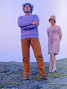 (Jan Wolkers with lilac jumper and Karina with striped dress and hat).