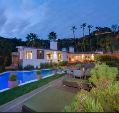 A beautiful 4 bed home swap in Hollywood Hills stands out not just because of its views, but because of its welcoming homely furnishing. Things to see near by? West Hollywood, Universal Studios, Hollywood Walk of Fame and Santa Monica Boulevard to name a few.